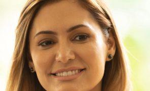 Covid-19: Bolsonaro revela que primeira-dama foi vacinada nos EUA e recebe onda de críticas