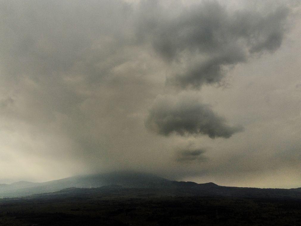 Lava reapareceu na cratera do vulcão Nyiragongo, na RDC, sem perigo iminente
