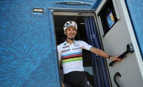 Ciclismo/Mundiais: Alaphilippe revalida título de campeão mundial de fundo