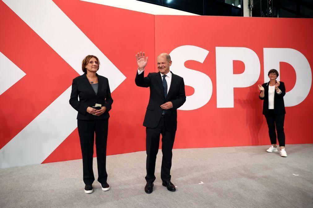 Alemanha/Eleições: Sociais-democratas reclamam vitória perante mínimo histórico dos conservadores