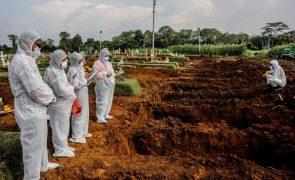 Covid-19: Pelo menos 4.744.890 mortes no mundo desde o início da pandemia