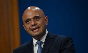 Covid-19: Reino Unido regista subida nas infeções mas descida nos internamentos