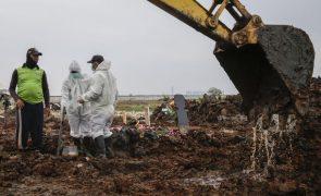 Pandemia já matou mais de 4,75 milhões de pessoas em todo o mundo