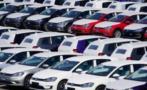 Bruxelas e autoridades do consumidor exigem indemnização à Volkswagen em caso de emissões