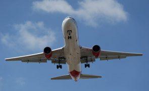Aviação em Portugal emitiu 7,1% dos gases com efeito de estufa - Zero