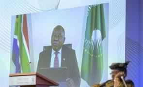 Covid-19: Presidente sul-africano pede à OMC alívio urgente dos direitos de propriedade intelectual sobre vacinas