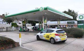 Escassez de combustíveis no Reino Unido é consequência da falta mundial de camionistas