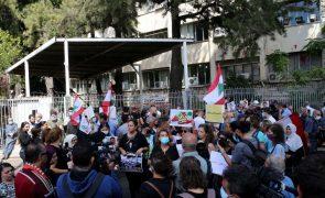 Beirute: Manifestantes protestam contra suspensão do inquérito a explosão