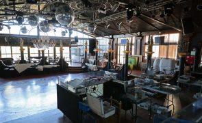 Covid-19: Reabrir clubes e discotecas está a ser