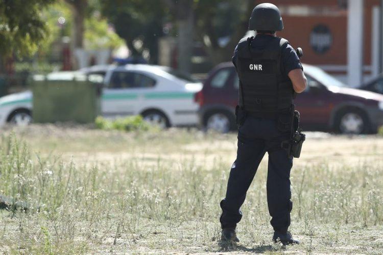 Apreendidas milhares de doses de estupefacientes e armas em buscas no Porto Alto - GNR