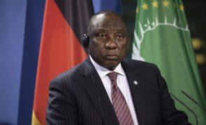 Oposição na África do Sul exige devolução de 150 milhões desviados no Ministério da Saúde