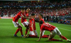 Benfica vence FC Barcelona e sobe a segundo do Grupo E da Champions