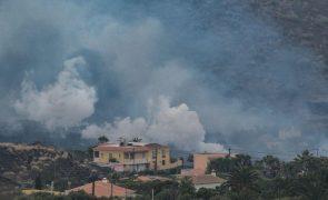 Habitantes autorizados a ir temporariamente a casas nos arredores do vulcão em La Palma