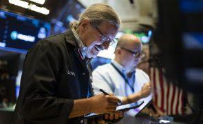 Bolsa de Nova Iorque em terreno misto em dia de novos dados económicos
