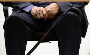 Um em cada quatro idosos sente-se só e tem sintomas depressivos