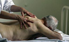 Governo reforça fisioterapia e apoio psicológico nos lares de idosos