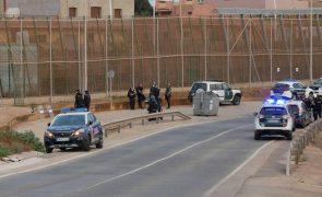 Cerca de 700 migrantes tentam entrar no enclave espanhol de Melilla