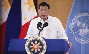 Presidente filipino Rodrigo Duterte anuncia retirada da política