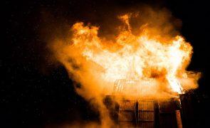 Incêndio de camião de transporte de combustível provoca quatro vítimas mortais