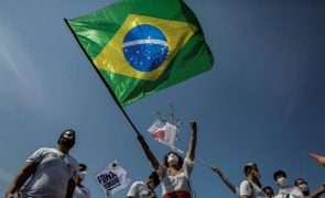 Quase 500 pessoas demonstraram em Lisboa apoio ao movimento #ForaBolsonaro