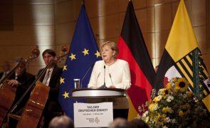 Merkel exorta partidos ao diálogo após as eleições na Alemanha