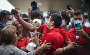 Futsal/Mundial: Centenas de adeptos e familiares receberam os campeões em Lisboa