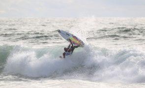 Surfistas Frederico Morais e Afonso Antunes eliminados na Ericeira