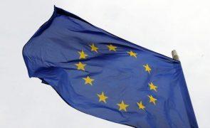 Líderes dos 27 debatem hoje reforço do papel da UE na cena mundial