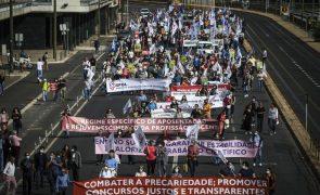 Centenas de professores protestam em Lisboa em defesa da carreira docente