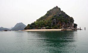 Covid-19: Vietname vai abrir gradualmente ao turismo até junho de 2022