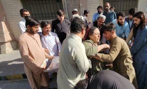 Violento sismo no sudoeste do Paquistão fez 20 mortos e 200 feridos