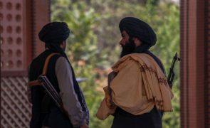 Rússia vai convidar talibãs para negociações internacionais em Moscovo