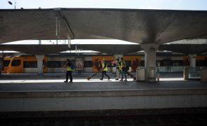 Greve levou à supressão de mais de metade dos comboios até às 08:00