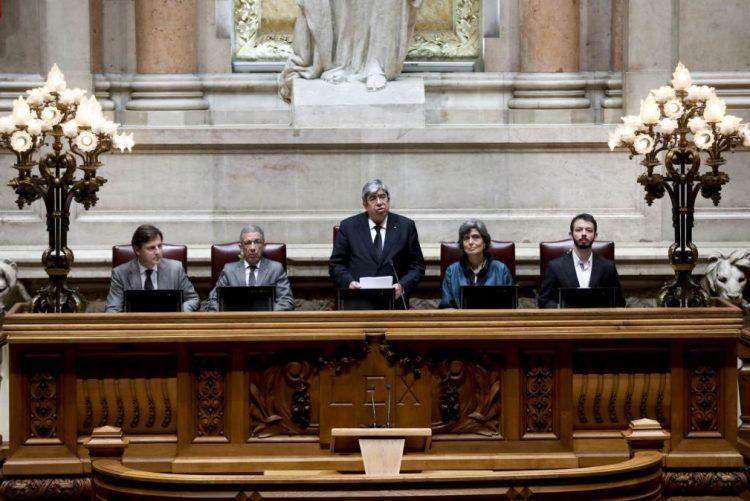 Ferro Rodrigues assinala perda e gratidão eterna para com Mário Soares em voto de pesar