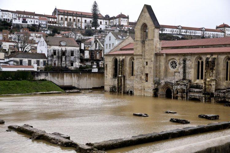 Restauro de mosteiro em Coimbra inundado há um ano começa no início do verão