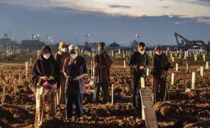 Covid-19: Pandemia matou pelo menos 4.830.270 pessoas em todo o mundo