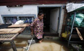 Cerca de um milhão de pessoas atingidas pelas inundações na Tailândia