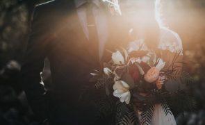 Fotógrafa apaga fotos de casamento após ser-lhe recusada comida e água
