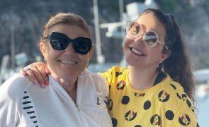 Katia Aveiro Abana bumbum para a mãe e leva palmada épica de Dolores (vídeo)