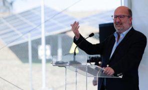 Elevado custo na produção de eletricidade combate-se produzindo energia limpa - ministro