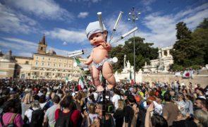 Covid-19: Milhares de pessoas protestaram em Roma e em Genebra contra restrições da pandemia