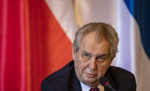 Presidente checo hospitalizado de urgência após receber primeiro-ministro