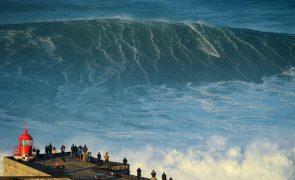 Nazaré palco de 11 ondas gigantes nomeadas para a Liga Mundial de Surf