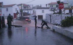 Chuva forte nos Açores deixa casas e vias inundadas