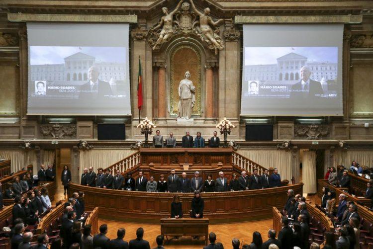 Mário Soares: Parlamento aprova voto de pesar por unanimidade