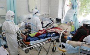 Covid-19: Rússia atinge novo recorde de mortes e exclui novo confinamento