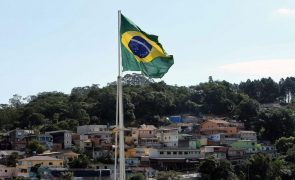 FMI reduz previsão de crescimento e eleva estimativa para inflação no Brasil