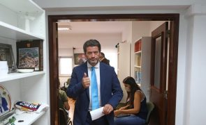 Ventura recandidata-se à liderança do Chega pedindo que se afastem de vez