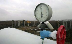 Angola acena a investidores russos com oportunidades no setor do gás e petróleo