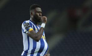 Defesa Mbemba em trabalho de ginásio e falha treino do FC Porto